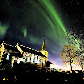 Tiller church in Northern lights by Roald Heirsaunet - Landscapes Starscapes