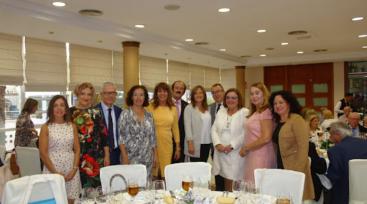Mari Ángeles Rabadán es homenajeada por su jubilación