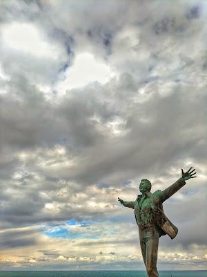 E tutto il mio folle amore lo soffia il cielo, lo soffia il cielo, così di LutherDiddley