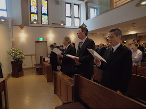 Photo: 当教会1960-1970年代の青年会メンバーも、共に故人の愛唱歌を賛美しました。