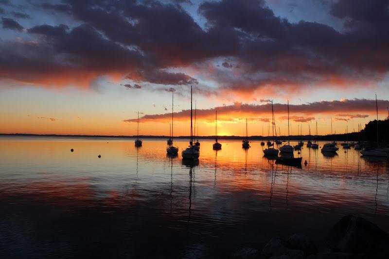 tramonto sul lago di Miriam G.