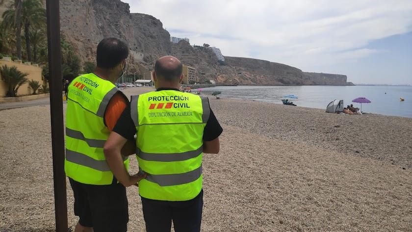 Efectivos de Protección Civil de Diputación en la playa de El Palmer.