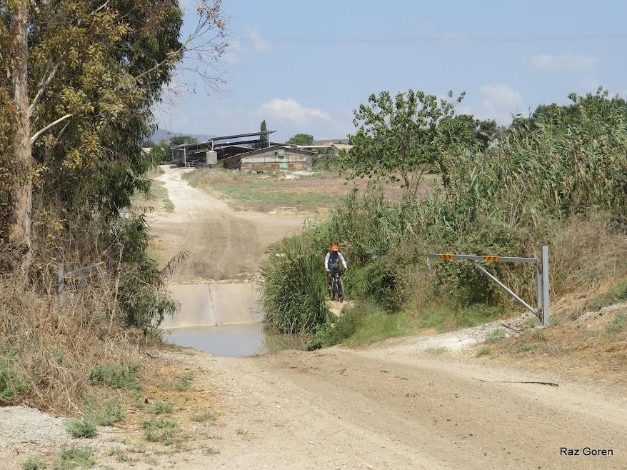 חציית נחל בית לחם בדרך לכפר יהושע