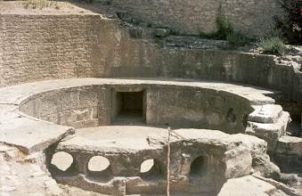 Photo: Entrance and exit openings of the water distribution basin in Nimes (F)