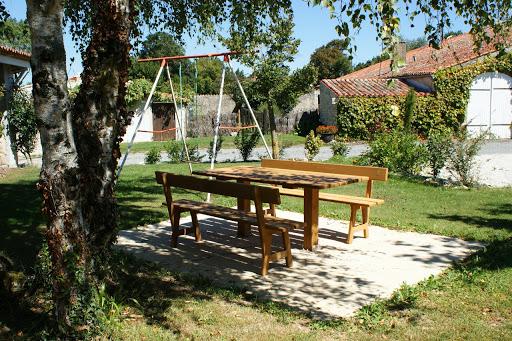 gites-le-nid-le-relais-les-grandes-chaumes-17700-surgeres-jardin-ete-2014-8jpg