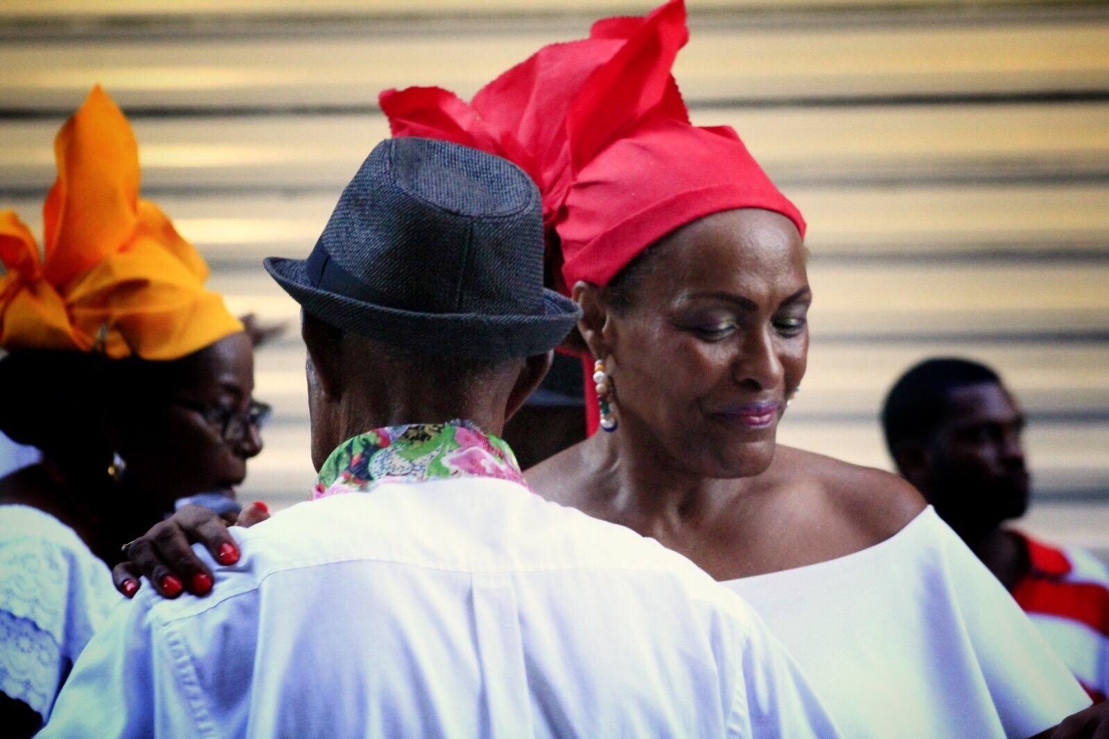 older-couple-dancing