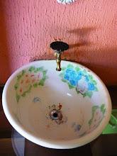 Photo: A pia redonda e decorada. http://celiamartins.blogspot.com/