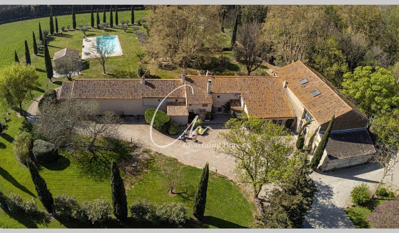 Villa avec piscine et terrasse Arles