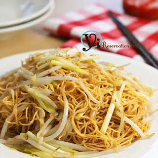 Stir-Fried Noodles with Soy Sauce (豉油王炒麵)
