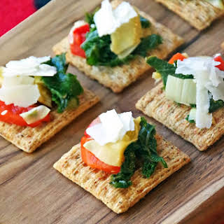 Christmas Party Planning Tips and Artichoke & Kale Bruschetta Topper.
