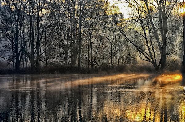 Alba sul fiume di DMax