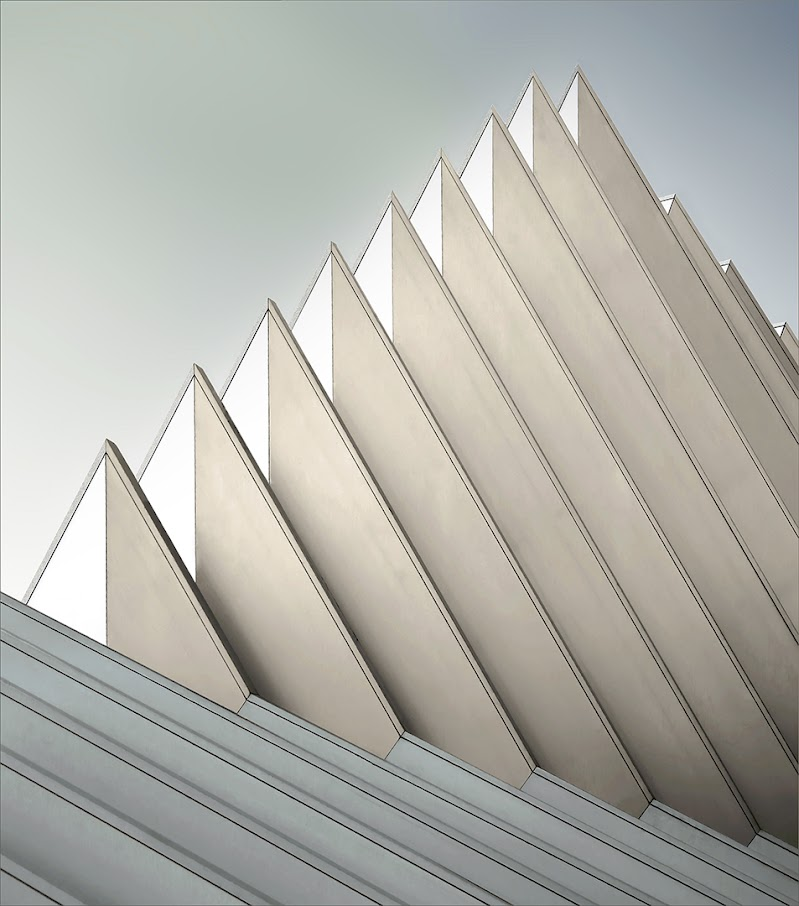 pyramid wall di gilclaes