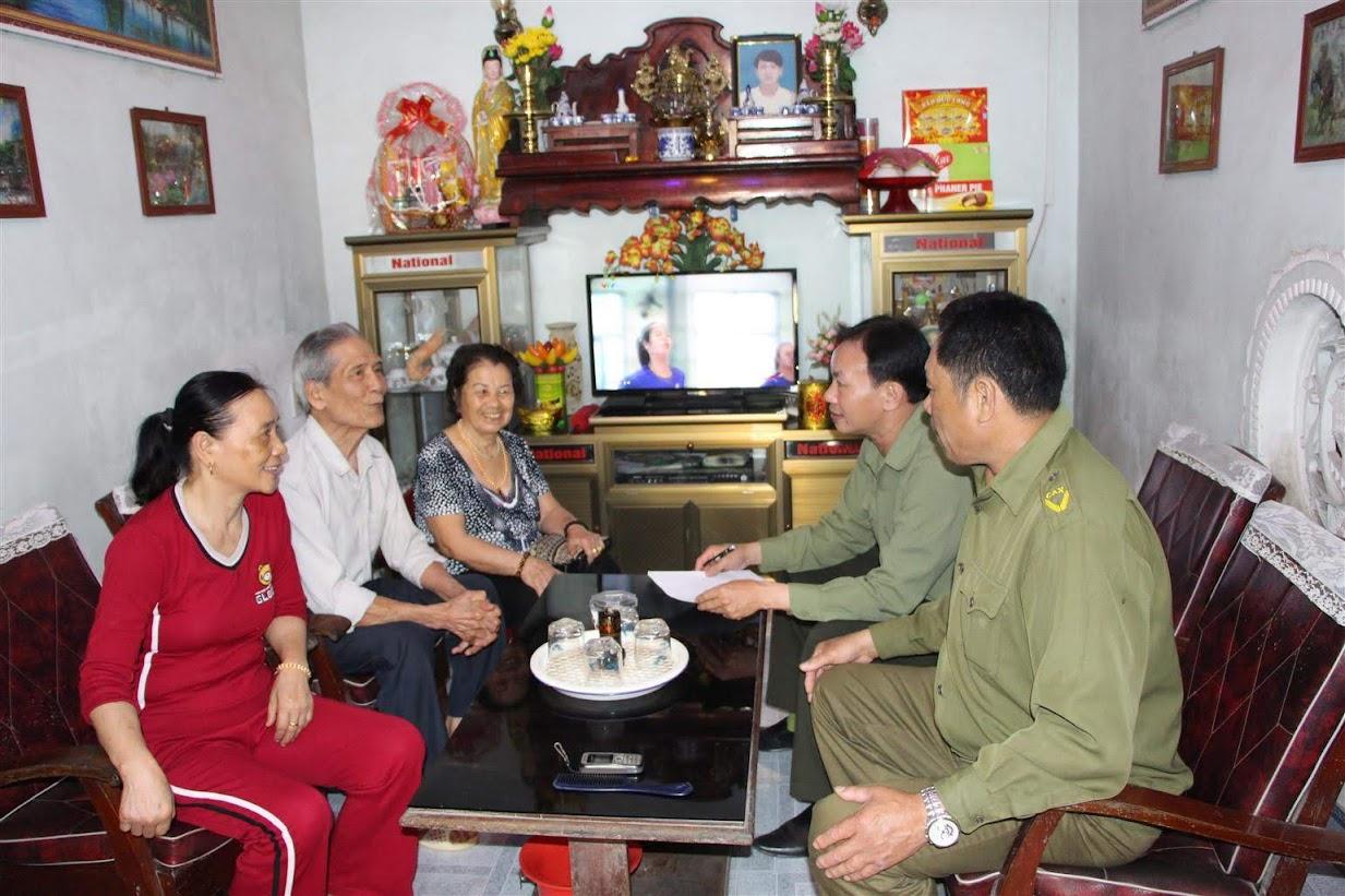 Công an thị trấn Diễn Châu phối hợp với các tổ chức, đoàn thể trực tiếp  xuống địa bàn tuyên truyền, phổ biến pháp luật cho người dân