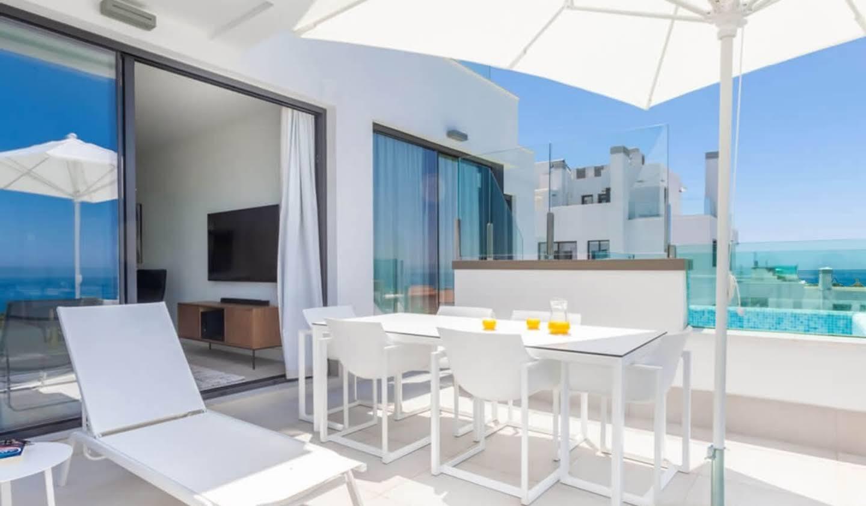 Contemporary apartment with pool Las Lagunas
