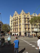 Photo: Comienza el desfile arquitectónico de Barcelona, con uno de una esquina de por ahí.