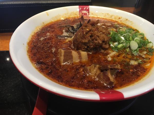 點了赤王,湯底/配料/醬/麵硬度都可自調。個人覺得赤王本身味道就很重偏鹹,吃不了辣或重口味的可以考慮選擇其他類