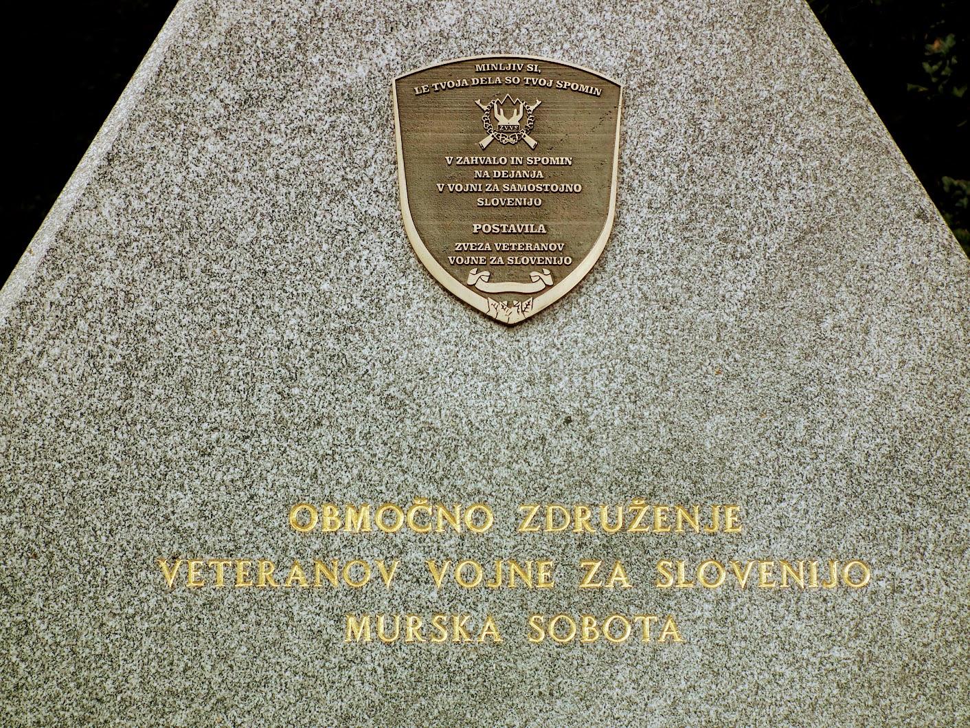 Murska Sobota (Muraszombat) - spomina braniteljem slovenske samostojnosti (Szlovén függetlenségi emlékmű)