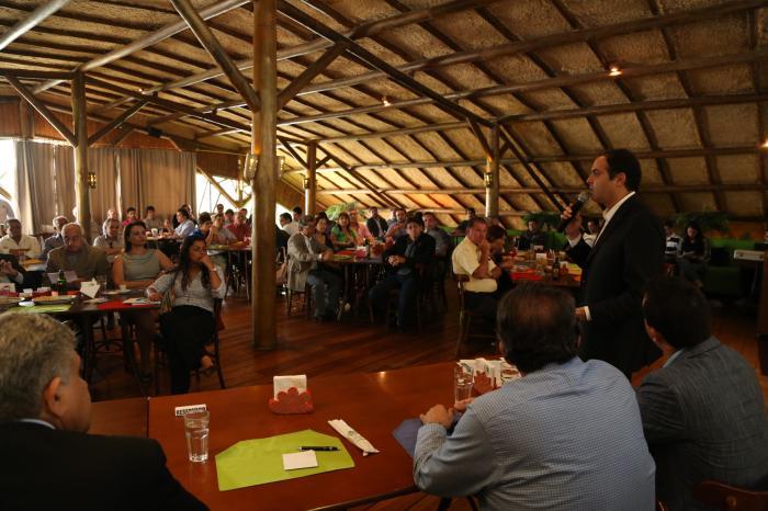 PAULO CÂMARA SE REÚNE COM EMPRESÁRIOS LIGADOS ÀS CÂMARAS DE DIRIGENTES LOJISTAS DO ESTADO