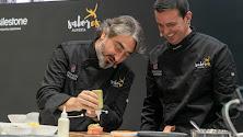 El presidente de Diputación, Javier A. García,  junto al chef Tony García en el expositor de 'Sabores Almería' en el Salón Gourmets.