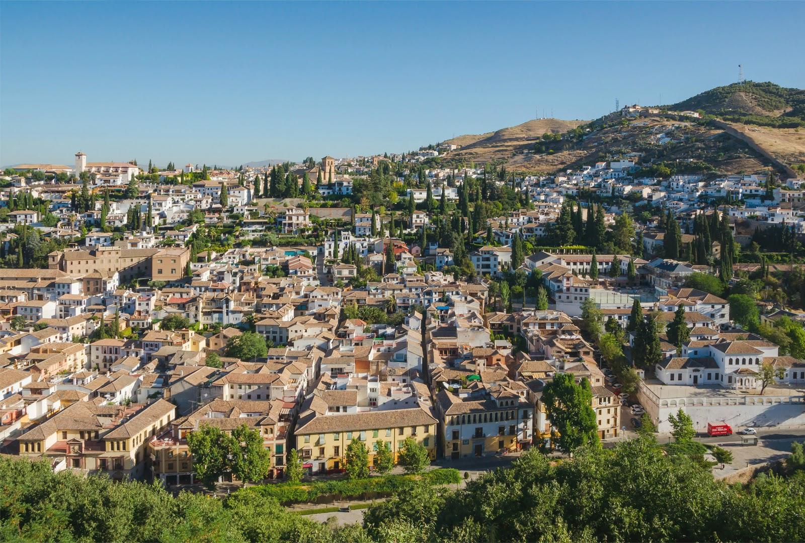 El barrio de Albaicín en el corazón histórico de Granada