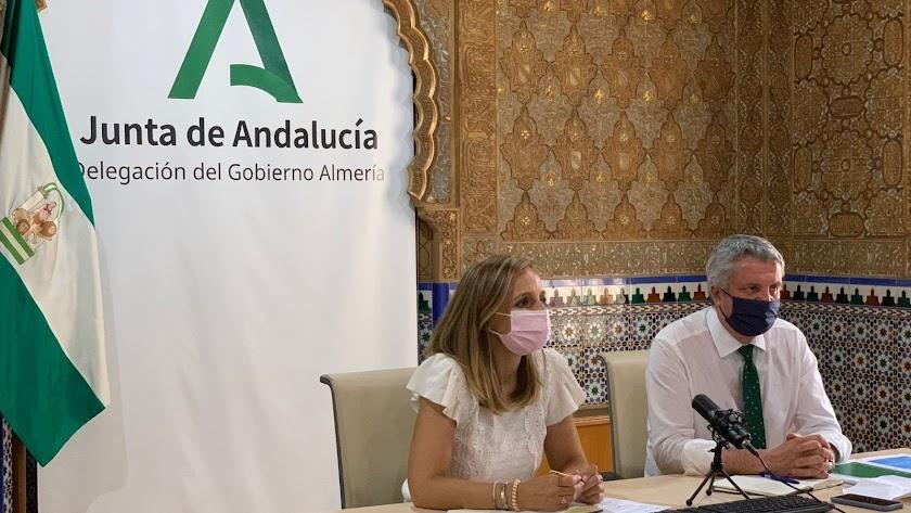 La subdelegada del gobierno andaluz y el delegado de Salud se han reunido con todos los alcaldes del Distrito Sanitario.