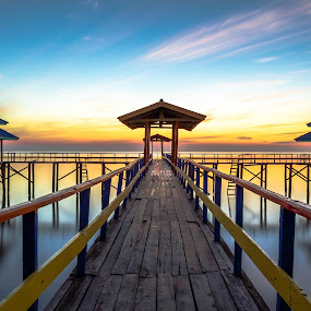 welcoming sunrise by Rio Tanusudiro - Landscapes Sunsets & Sunrises ( building, kenjeran, waterscape, kenji, pier, sunrise, travel,  )