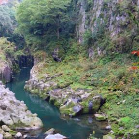名勝・高千穂峡で貸しボート体験 太古の自然がつくり出した迫力満点の滝を間近で楽しむ