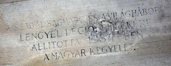 Photo: Napis na pomniku polskiego legionisty w Budapeszcie