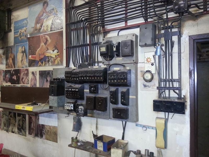 Photo: elektroinstalace v hlavni mistnosti