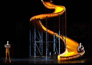 Photo: Wien/ Burgtheater: LILIOM von Franz Molnár. Inszenierung Barbara Frey, Premiere 6.4.2013.  Daniel Straesser, Nicholas Ofczarek. Foto: Barbara Zeininger