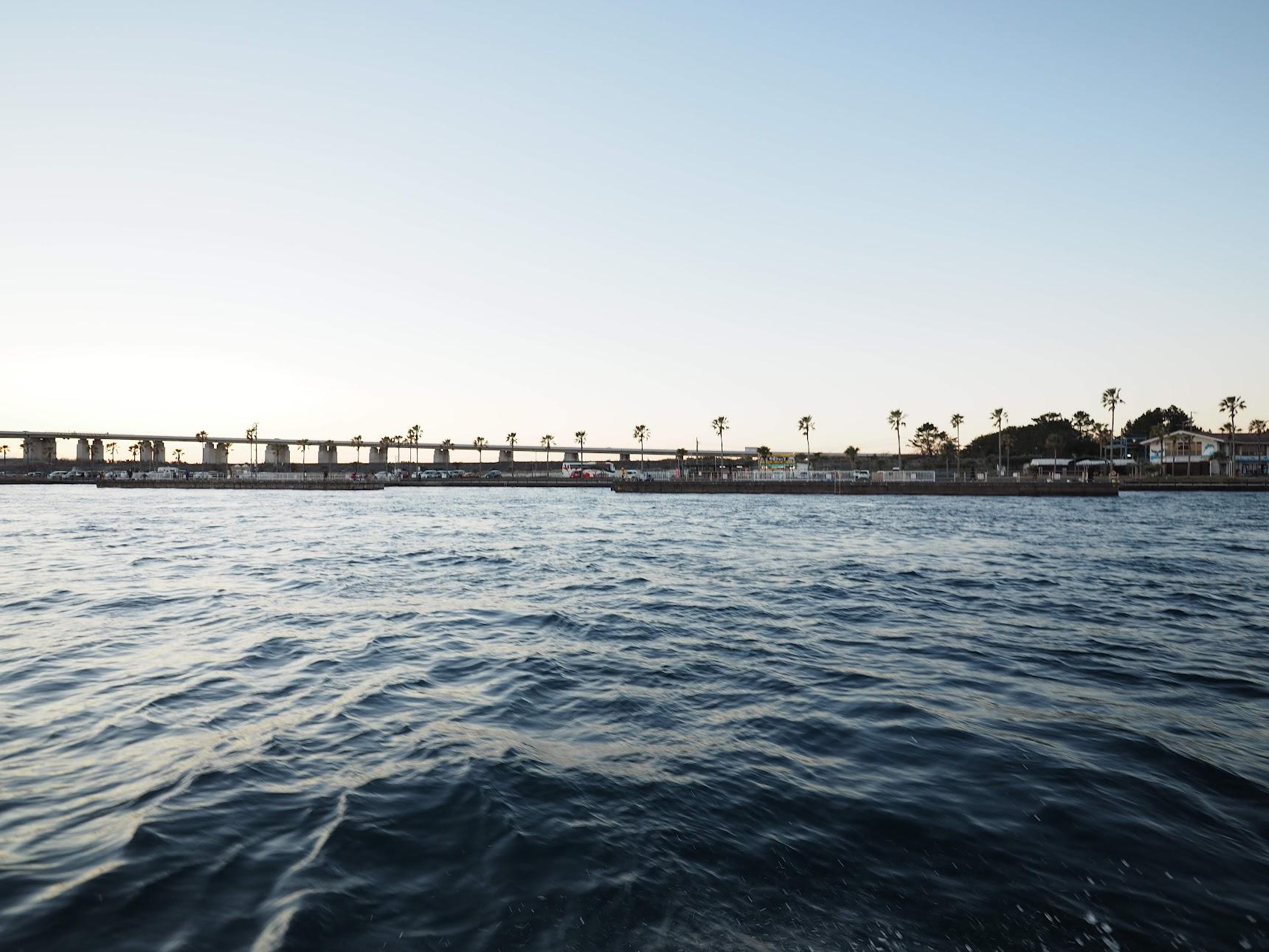 浜名湖の釣り公園を眺める