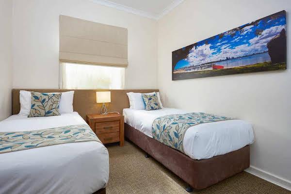 Broadwater Como Resort