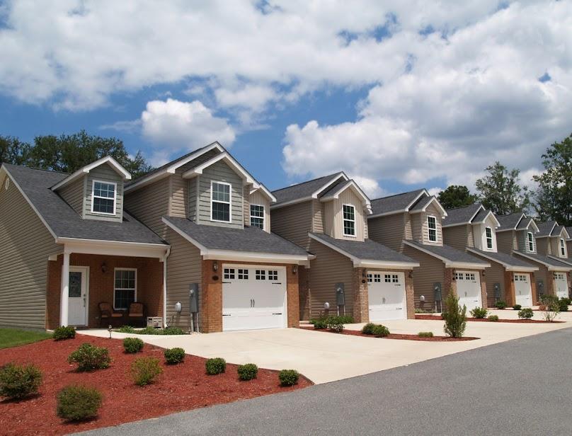 W domu właściciele mają nieporównywalnie większą prywatność, niż w bloku.