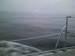 Photo: 7月31日早朝に横浜市民ハーバーを出港。 日の出
