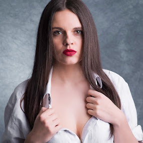 Girl by Szymon Stasiak - People Portraits of Women ( portrait people_phitographer studio london )