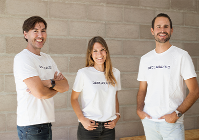 Founding team members of Declarando are posing against a wall with matching shirts.