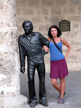 Photo: Havana - Plaza de la Catedral (Kamila and the statue of Antonio Gades)