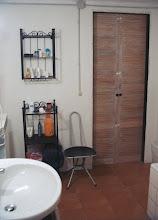 Photo: De andere kant van de badkamer