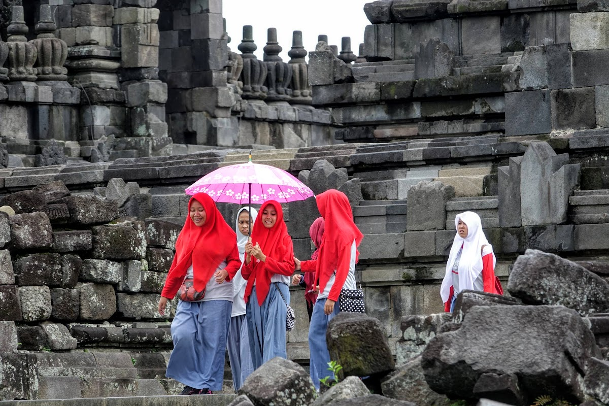 Indonesia. Yogyarkarta Pramantan Temple. Schools visiting