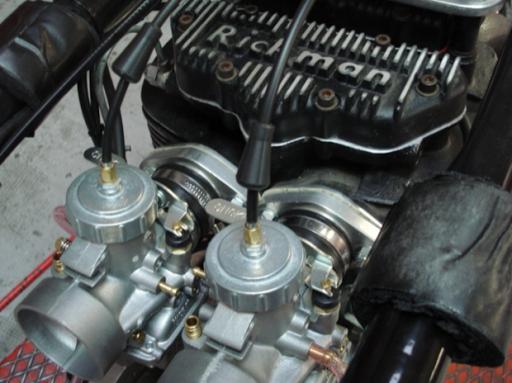 Carburateurs Triton Rickmann préparée par Machines et moteurs