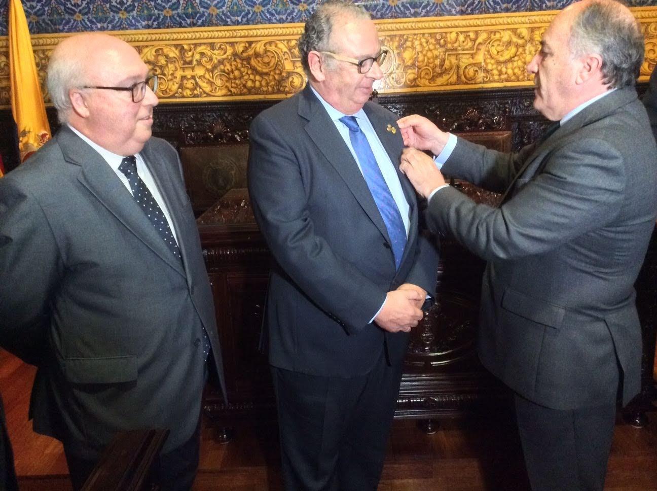 Se recibe al hermano mayor de la Real Hermandad del Santo Sepulcro de Málaga