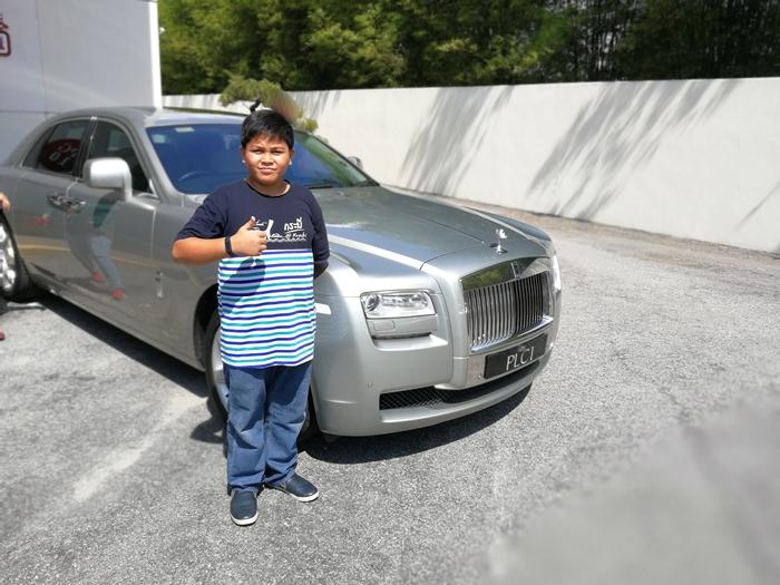 Beri pengalaman abang Koning merasai pengalaman menaiki kereta mewah Roll Royce