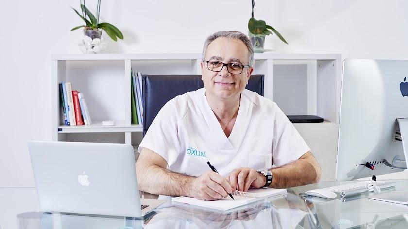 Diego Carrión Cáceres, Cirujano médico-estético de Centro Moes Poniente Láser.