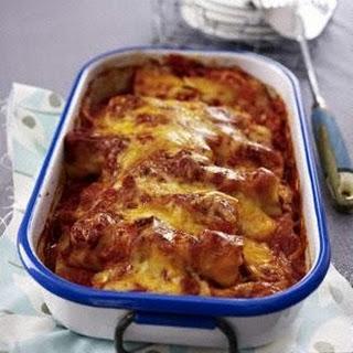 Cannelloni mit Bratwurstbrät in Tomaten-Currysoße