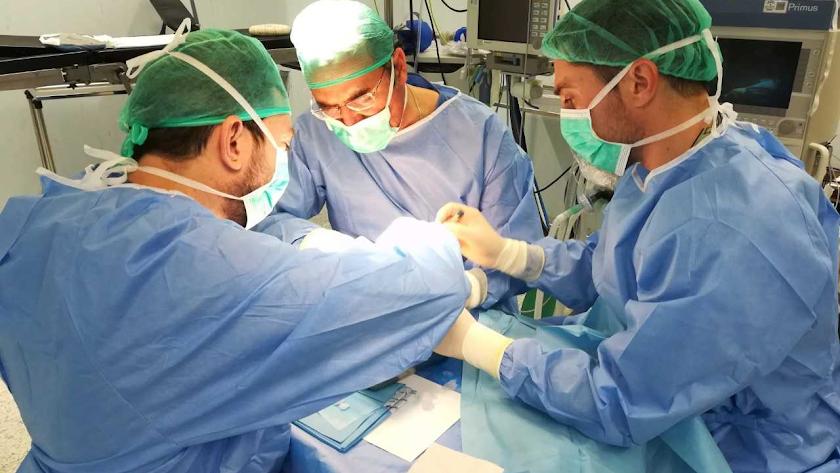 La Junta asegura que los implantes de válvula volverán a realizarse en Torrecárdenas.