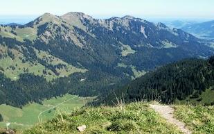 Blick ins Alpenvorland und Illertal Nagelfluhkette Gündleskopf Buralpkopf Sedererstuiben Stuiben Allgäu