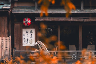 Photo: Old Kyoto Shop In Autumn || 秋の京都の古い店  Just another scene in Kyoto, but with an autumn feel it's quite lovely.  ただの京都の光景ですが、秋の感じで素敵だと思います。  #japan #kyoto #travel #autumn #fall #nikon #京都