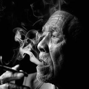 Bogor elder by Izham Khalid - People Portraits of Men ( bw )