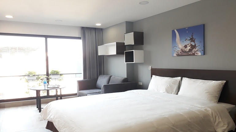 Nice studio apartment with balcony in Tran Duy Hung street, Cau Giay district for rent