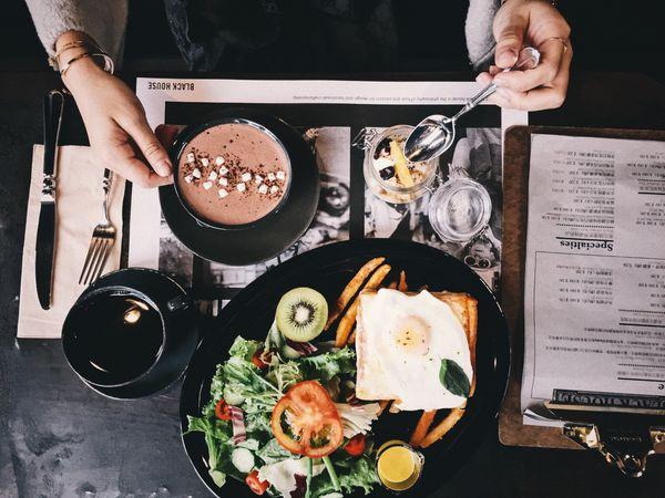 黑宅咖啡BLACK HOUSE CAFE 。宜蘭頭城早午餐咖啡民宿。田野中神美的黑色建築!!!